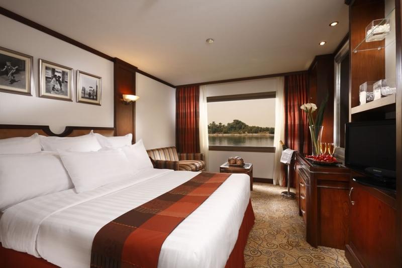 248662894_ng-standard_cabin_king_bed-1