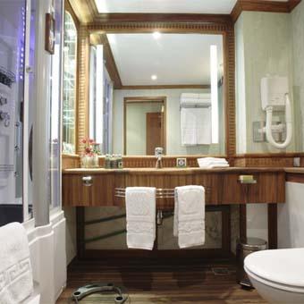 Nile Cruise Sonesta St. George STGeorge_StandardCabinBathroom