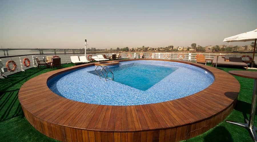 farah-nile-cruise-pool