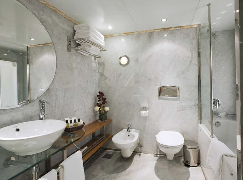 alhambra-nile-cruise bath