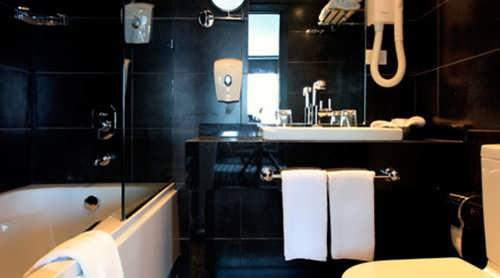 nile-premium-nile-cruise-suite-bathroom
